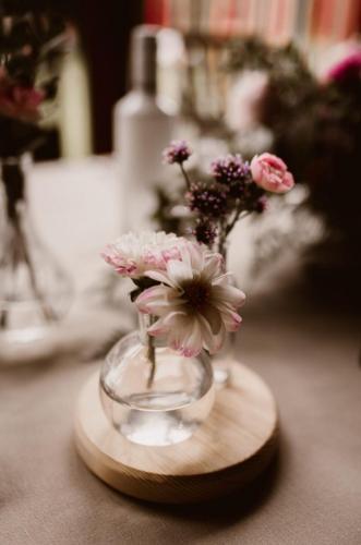 różowe kwiaty na wesele